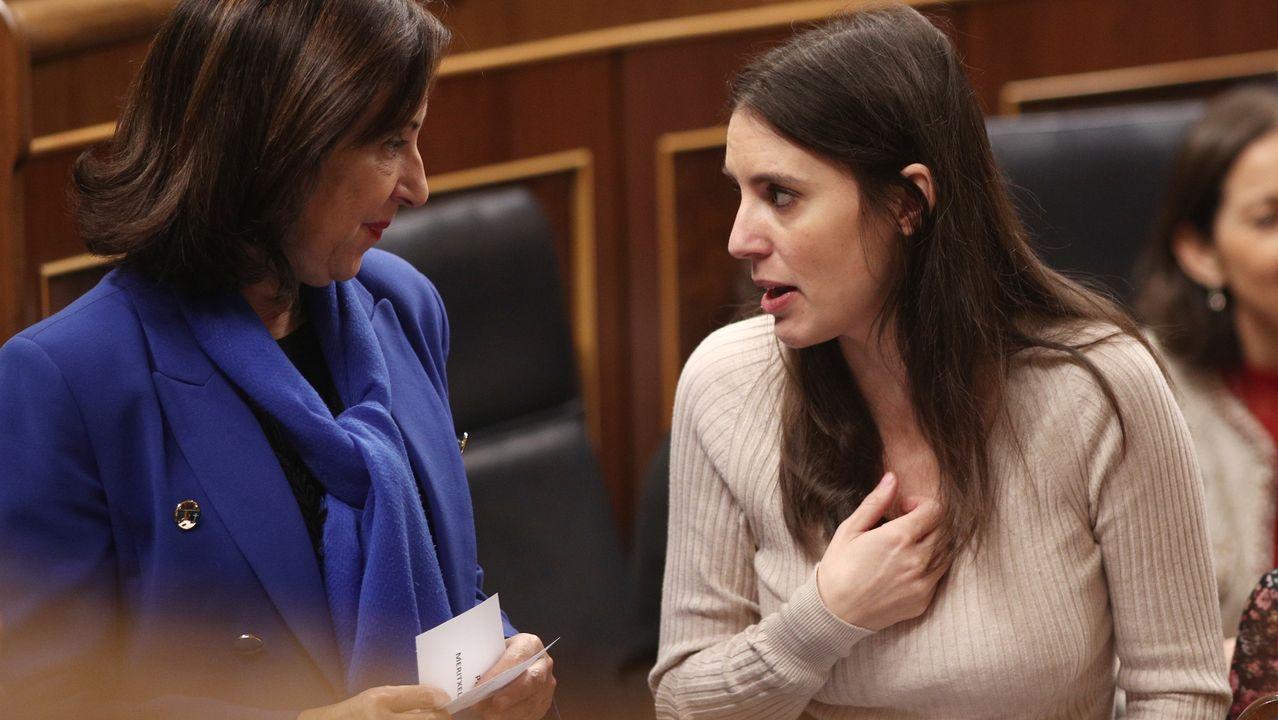 La ministra de Defensa y Asuntos Exteriores en funciones, Margarita Robles y la portavoz de Unidas Podemos en el Congreso, Irene Montero