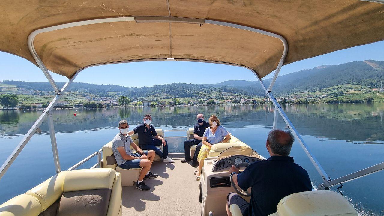 Así es el catamarán de Castrelo.Entrega de los premios de los vinos de Galicia