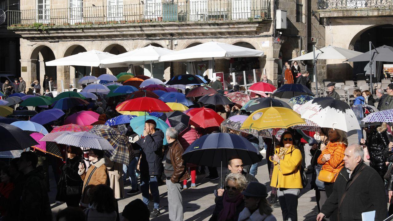 La panorámica de la plaza durante el mediodía de este martes era multicolor