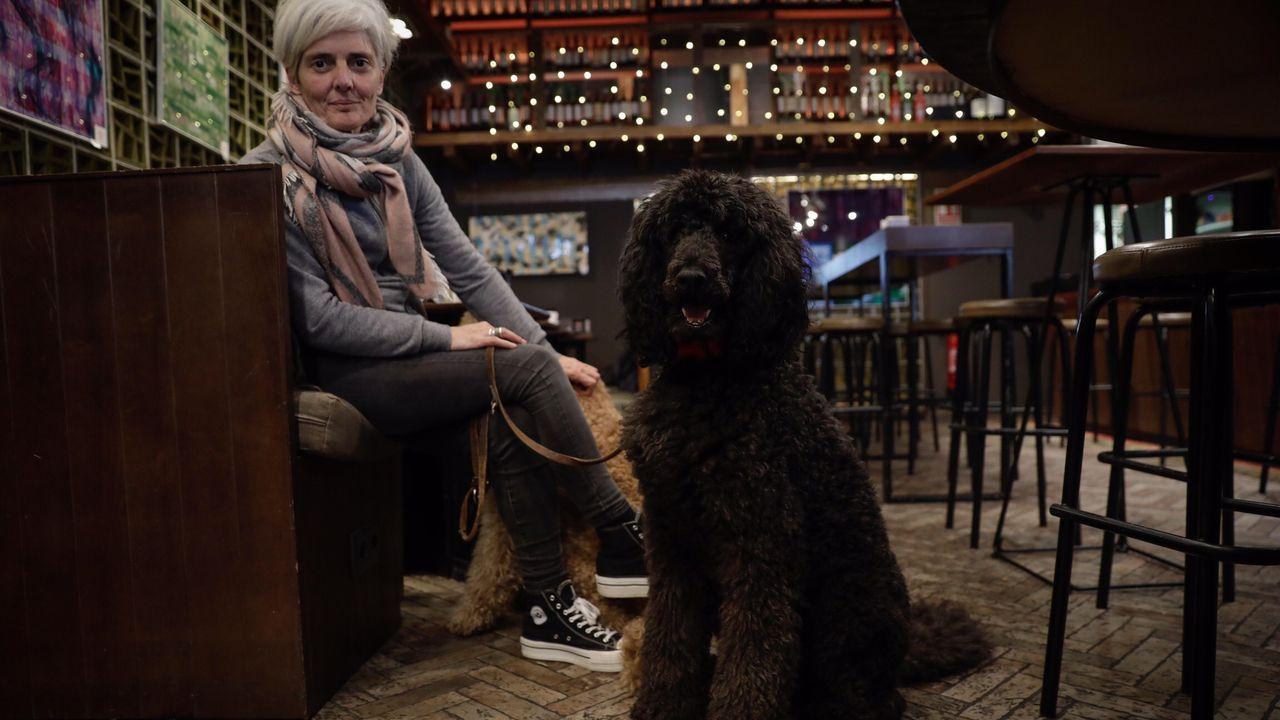 Mónica con su perro, Dubai, víctima de un envenenamiento con raticida