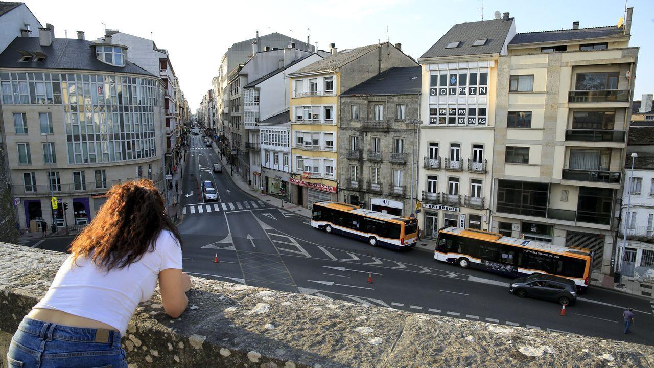 Vista de la Avenida da Coruña desde la Muralla