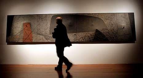 Vidriera.La muestra se puede ver en la sede de la Fundación Novacaixagalicia en Compostela.