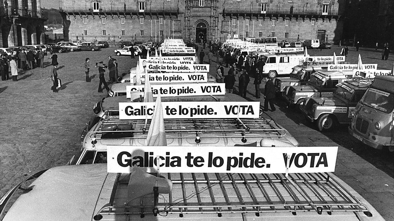 María José Guerrero abandona el hospital tras un ingreso de 380 días.Furgonetas mobilizadas por todo Galicia, no Obradoiro, en decembro de 1980 para animar a votar polo estatuto