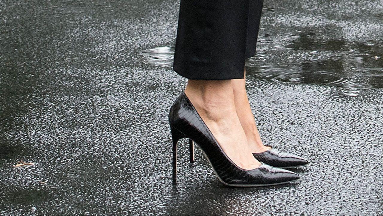 El calzado de Melania Trump en su visita a Texas.El príncipe Harry, junto a Melania Trump en Toronto