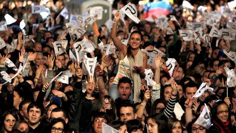 Búscate en las imágenes de la gala.El público congregado en Fexdega volvió a responder a la llamada de Panorama, agitando constantemente sus banderolas al son del clásico himno panorámico.