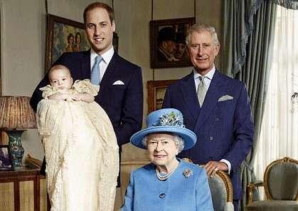 Kate Middleton se «pone» verde.Los príncipes Guillermo, Jorge y Carlos, con la reina Isabel.