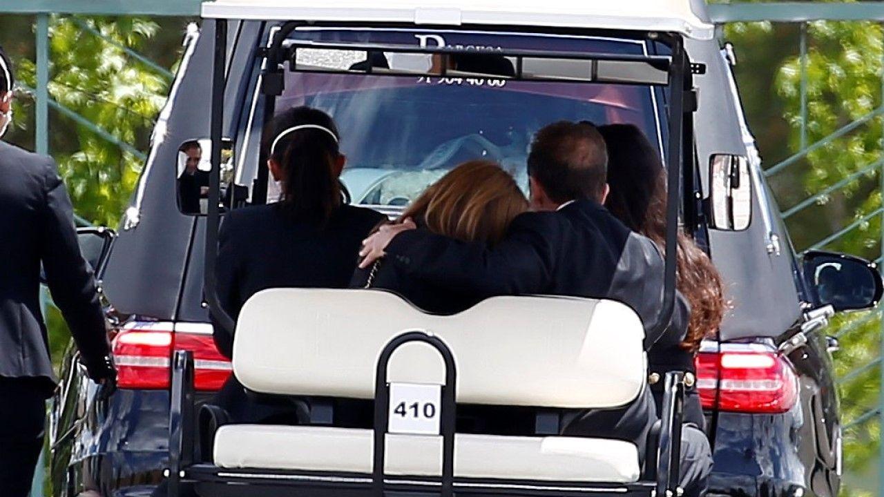 Alessandro Lequio y Ana Obregón dan el último adiós a su hijo Álex
