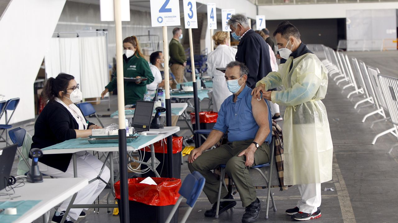 Vacunación masiva en el recinto ferial de Pontevedra