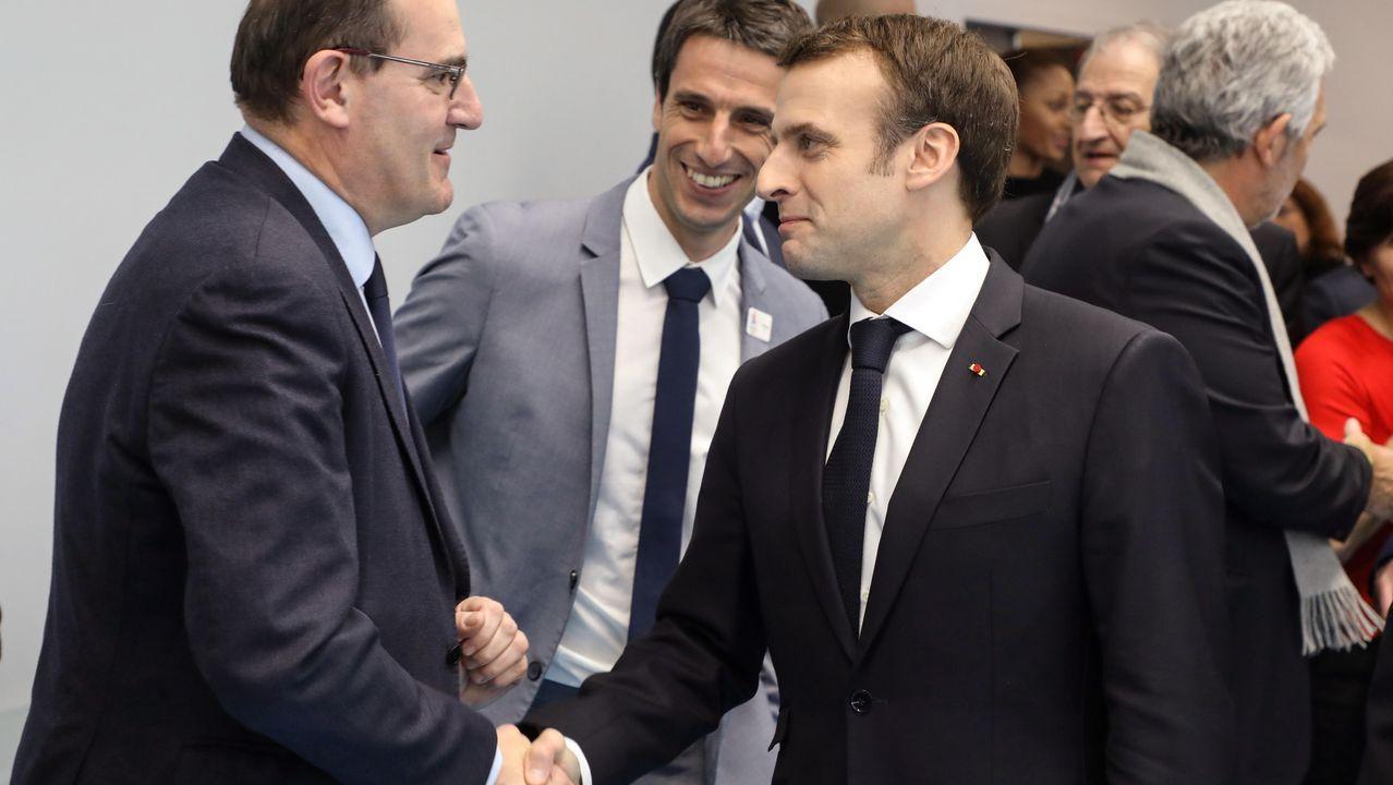 Emmanuel Macron saludando a Jean Castex, en un acto de enero del 2019