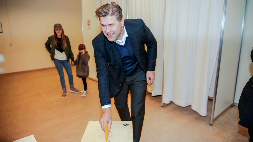 Los líderes del partido Pirata islandés festejan los resultados
