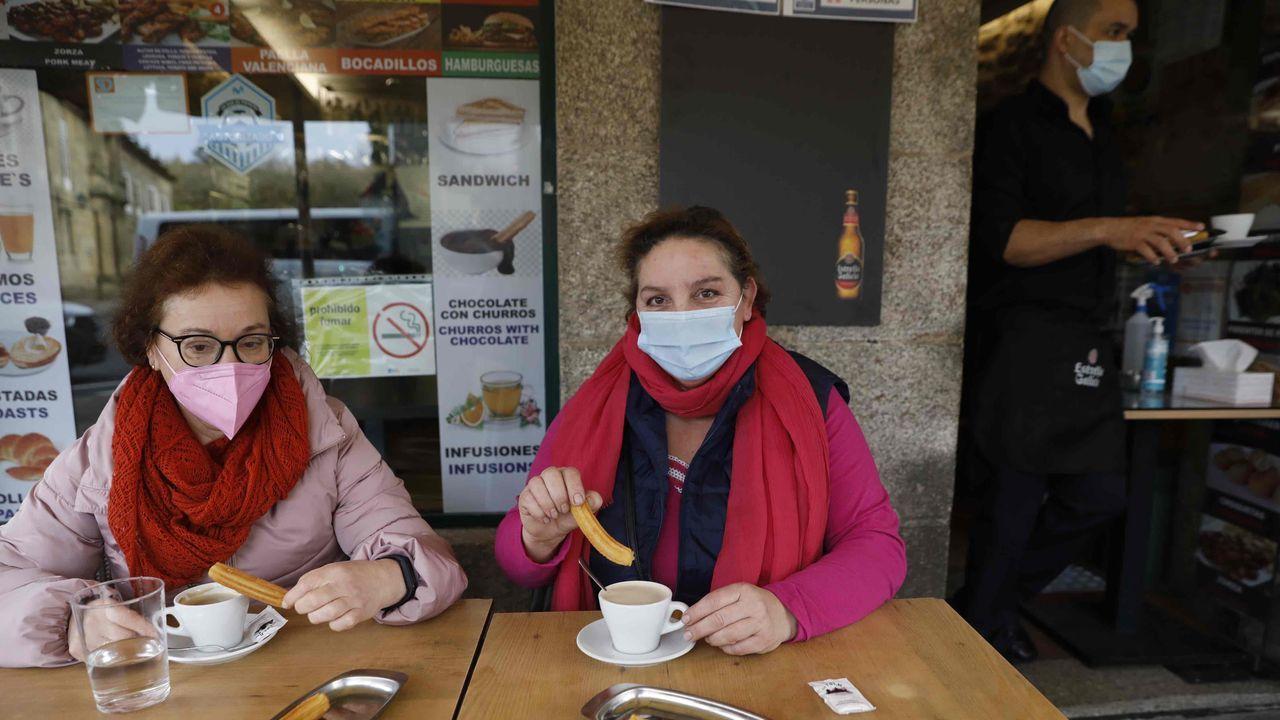 Primeros churros en un bar de Santiago por primera vez en un mes