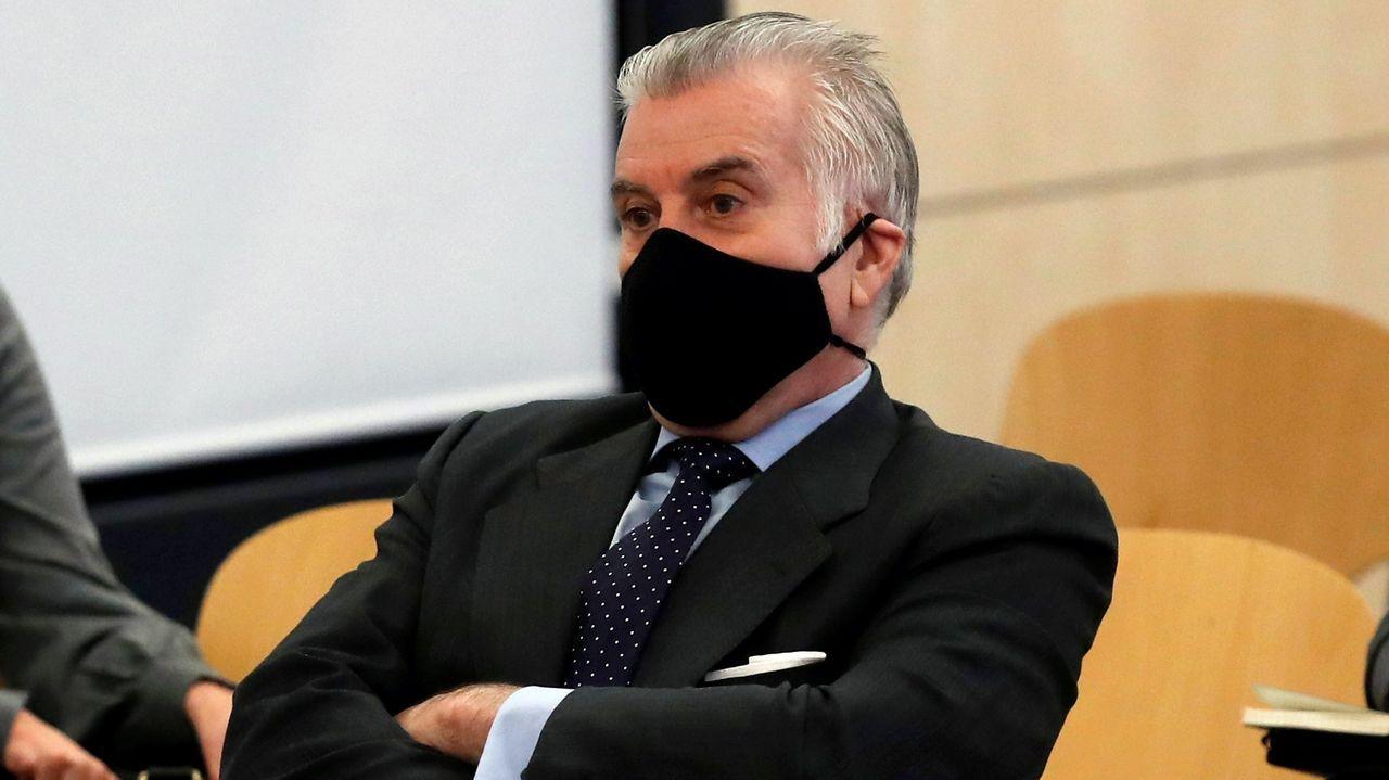 El extesorero del PP Luis Bárcenas, en el banquillo de los acusados
