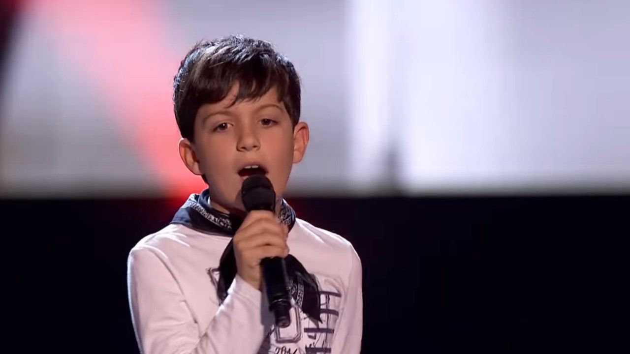Pablo Castiñeira canta en «La Voz Kids» «Sweet child of mine».Melendi