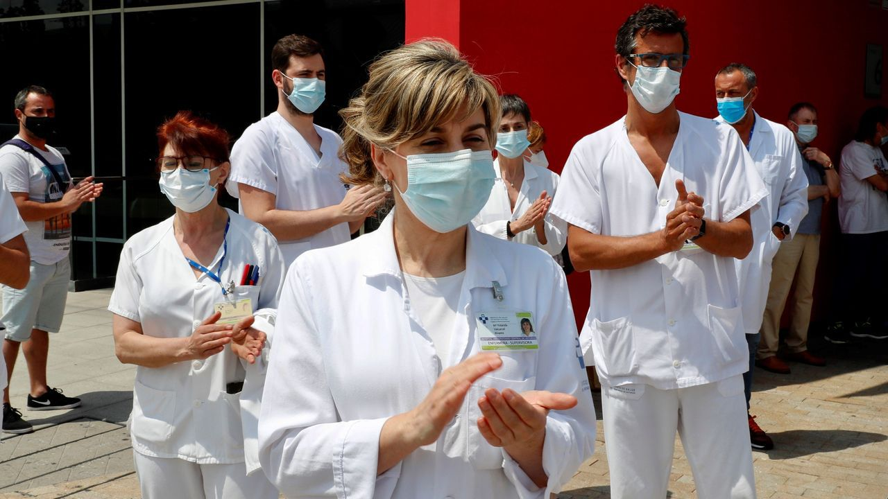 En directo: ceremonia de entrega de los Premios Princesa de Asturias.Los profesionales sanitarios del Hospital Universitario Central de Asturias (HUCA) se concentran a las puertas del complejo sanitario para celebrar la concesión del Premio Princesa de Asturias de la Concordia 2020.