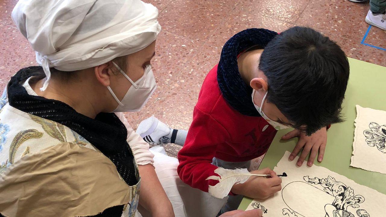 Los escolares aprendieron sobre métodos de escritura medieval