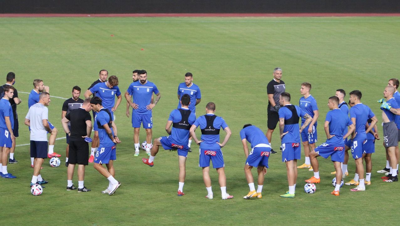 Los futbolistas del Real Oviedo celebran la victoria ante el Sporting en el derbi