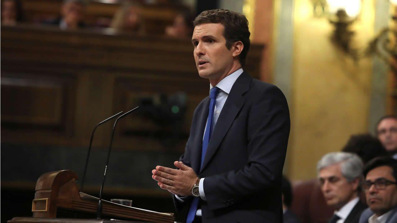 Comienzan las intervenciones de la oposición. Pablo Casado, líder del Partido Popular, es el primero en tomar la palabra.