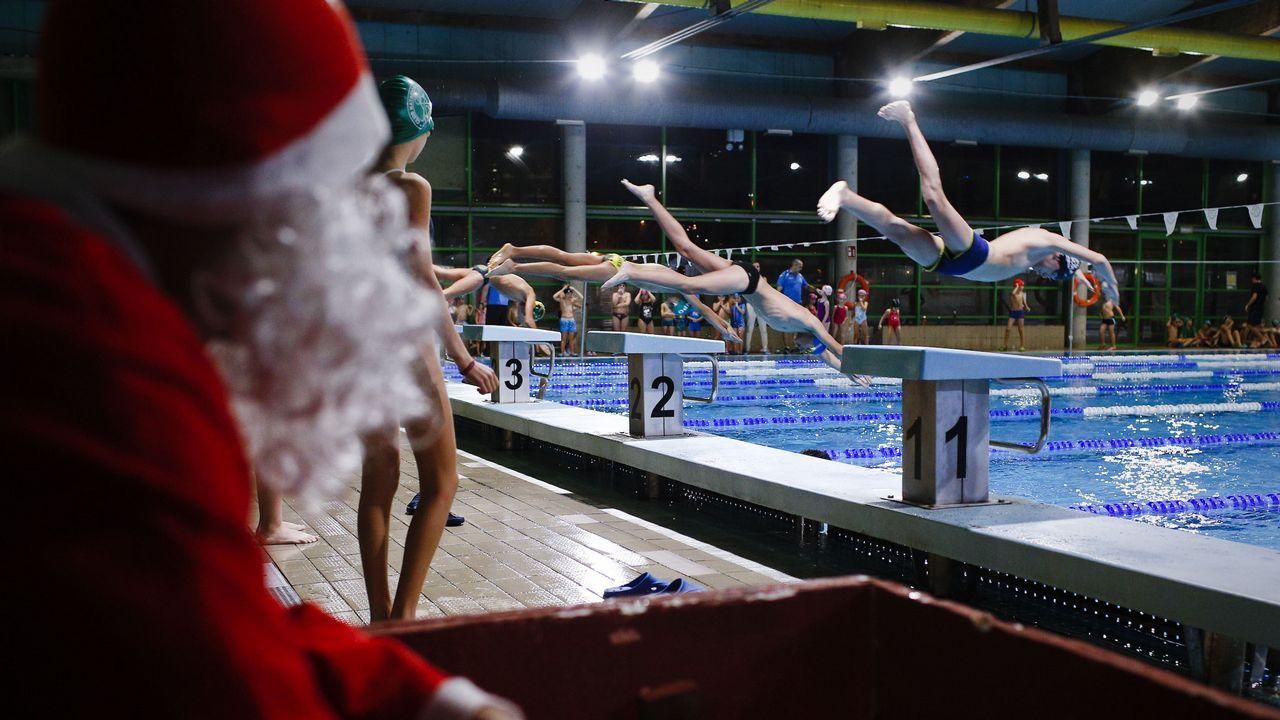 Navidad en Ourense.Gala de Nadal en la piscina Rosario Dueñas