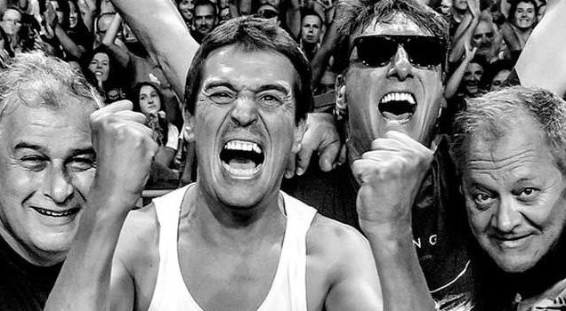 Ángel Souto, afilador, hace sonar sus chiflos en Santiago cada sábado.Actuación de David Bowie durante el Doctor Music Festival celebrado en 1996 en La Guingueta Daneu.