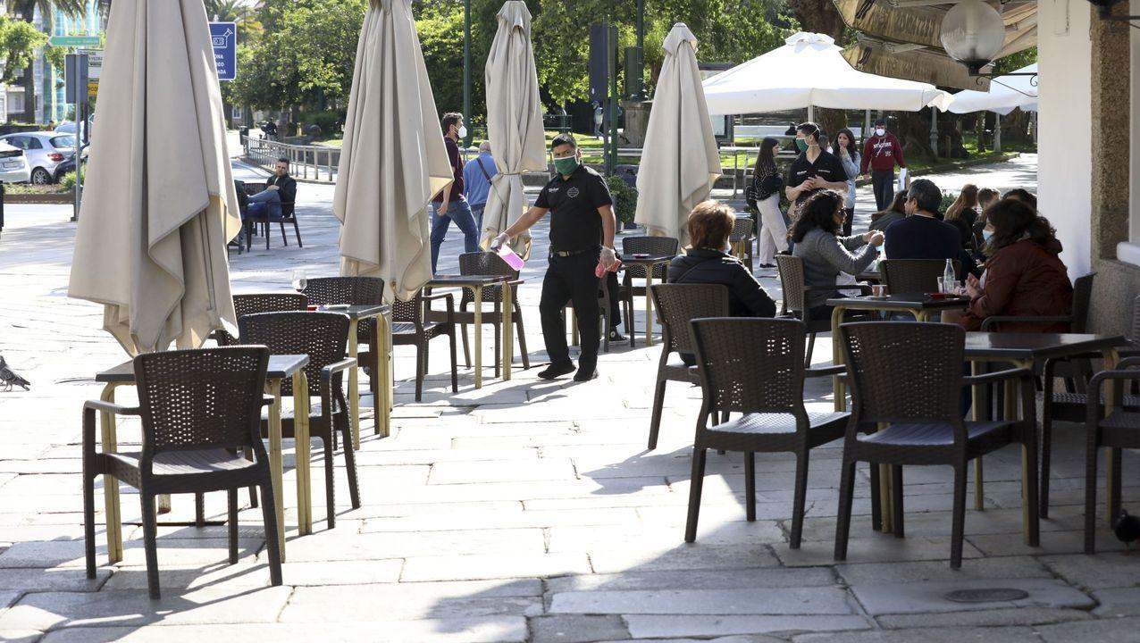 La calle Clara Campoamor reabrió al tráfico con aceras a ambos lados y carril bici