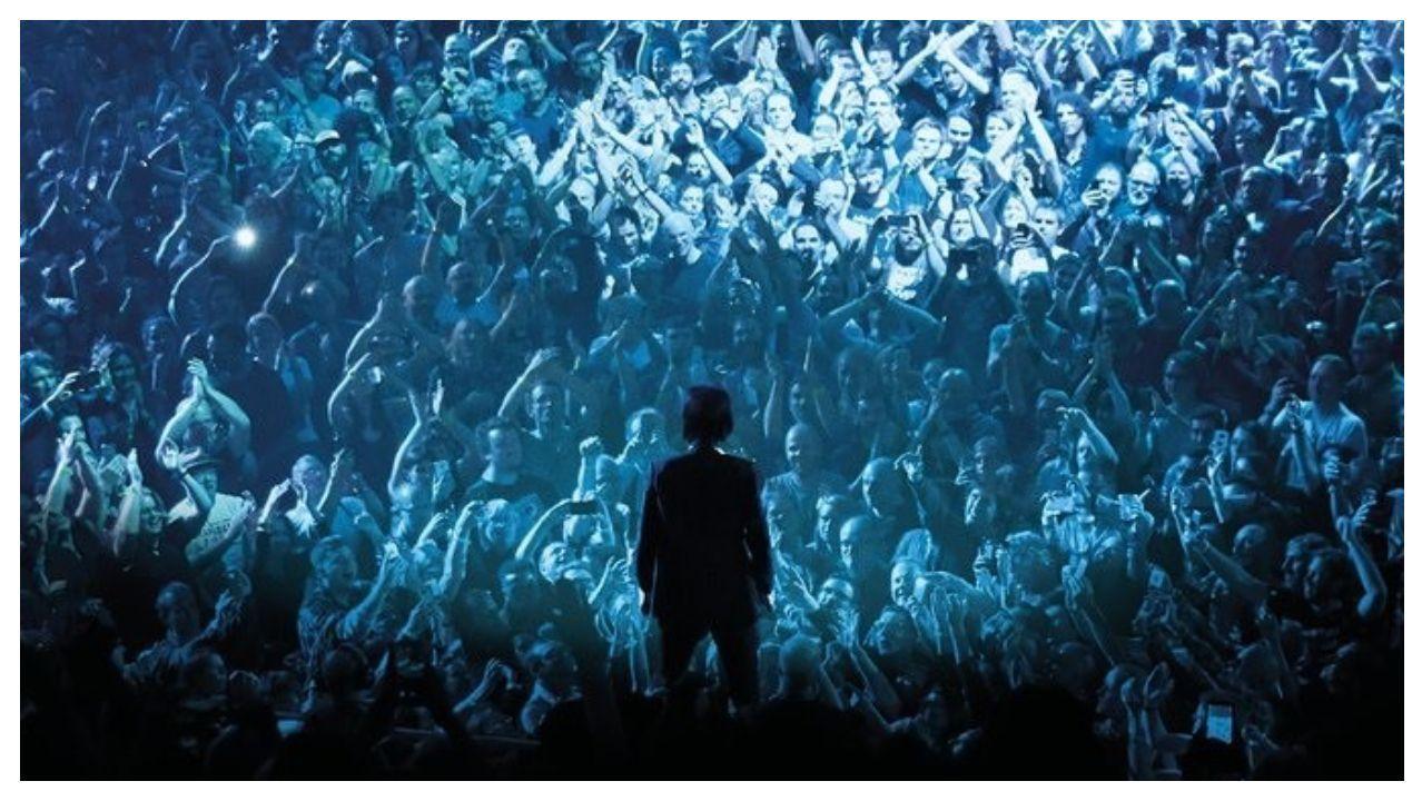 Cave, en una imagen tomada en pleno concierto
