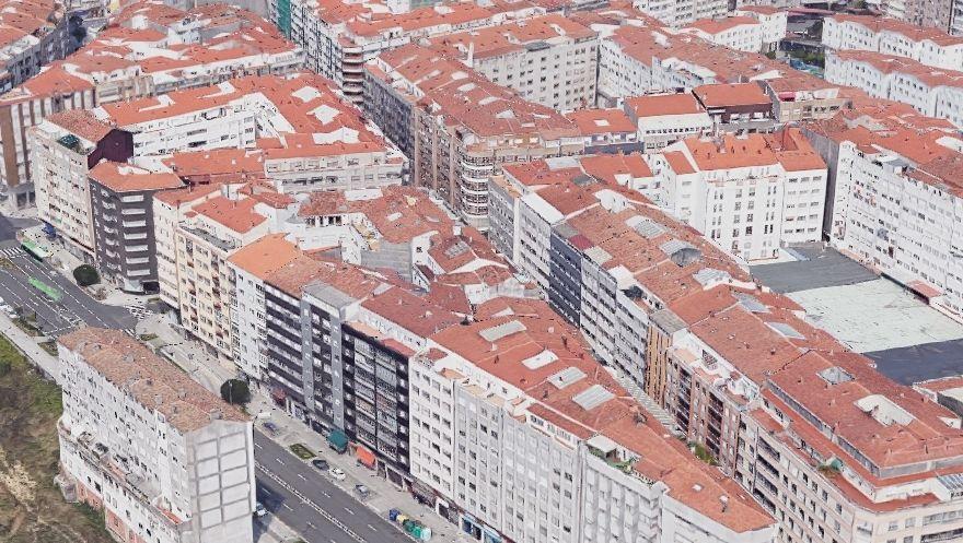 Entre la avenida Romero Donallo y la calle Santiago de Chile, en el Ensanche santiagués, hay edificios de varias plantas con 4.300 vecinos por kilómetro cuadrado