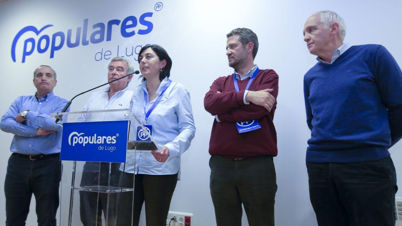 Bronca final en el último pleno de la Diputación de Lugo.Martínez, en primer término y, al fondo, con los ojos cerrados, Lino Rodríguez