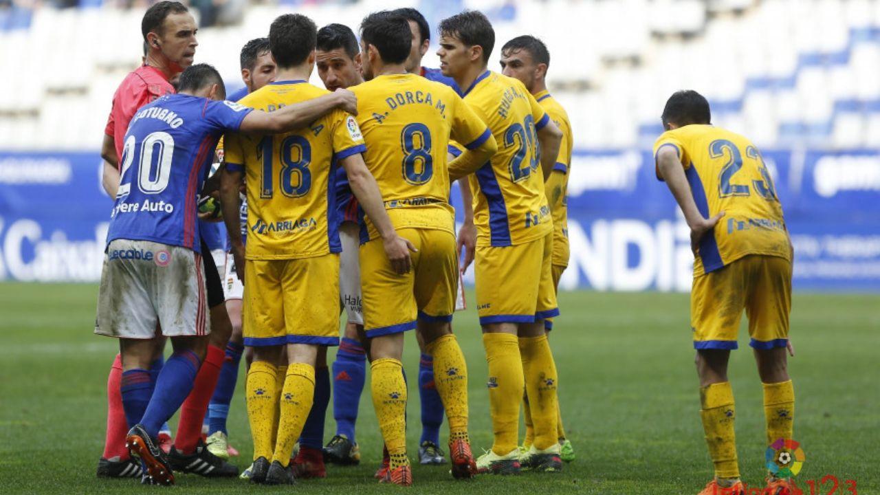 Real Oviedo Carlos Tartiere Lugo Horizontal.Los futbolistas azules celebran la victoria frente al Lugo