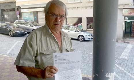 Bernardo Bastida a su salida del juzgado tras hacer efectivo el pago de la sanción.