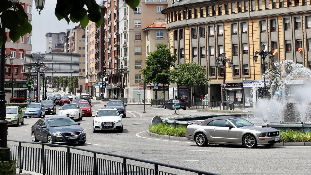 Aspecto que presenta el tráfico de coches en una calle de Oviedo.