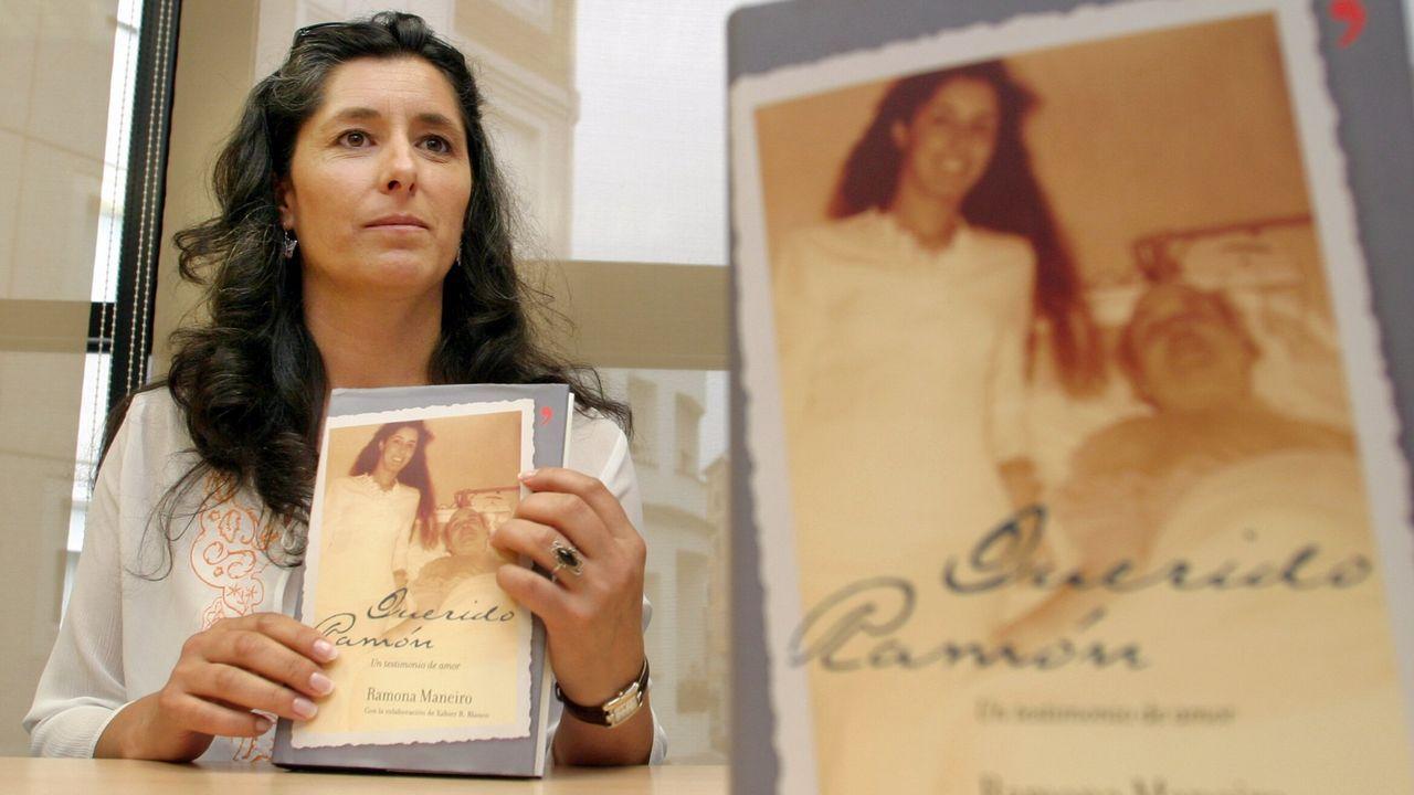 Ramona Maneiro, la cuidadora de Sampedro: «Han pasado 21 años de su muerte y no hemos avanzado nada».Concentración organizada por el colectivo «Morir Dignamente» a favor de una ley de eutanasia en la plaza Porlier, en Oviedo