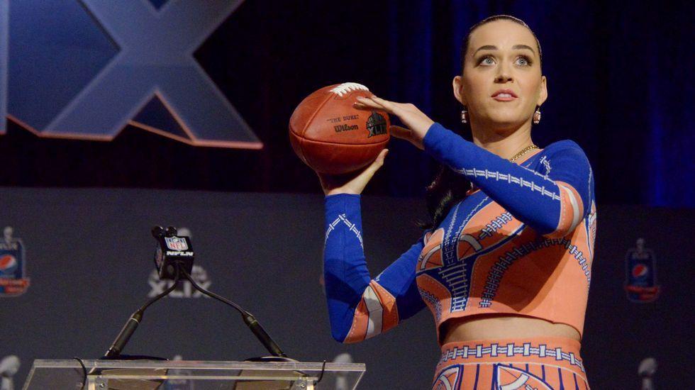 Lenny Kravitz, al descubierto.Katy Perry durante la rueda de prensa anterior a la Super Bowl
