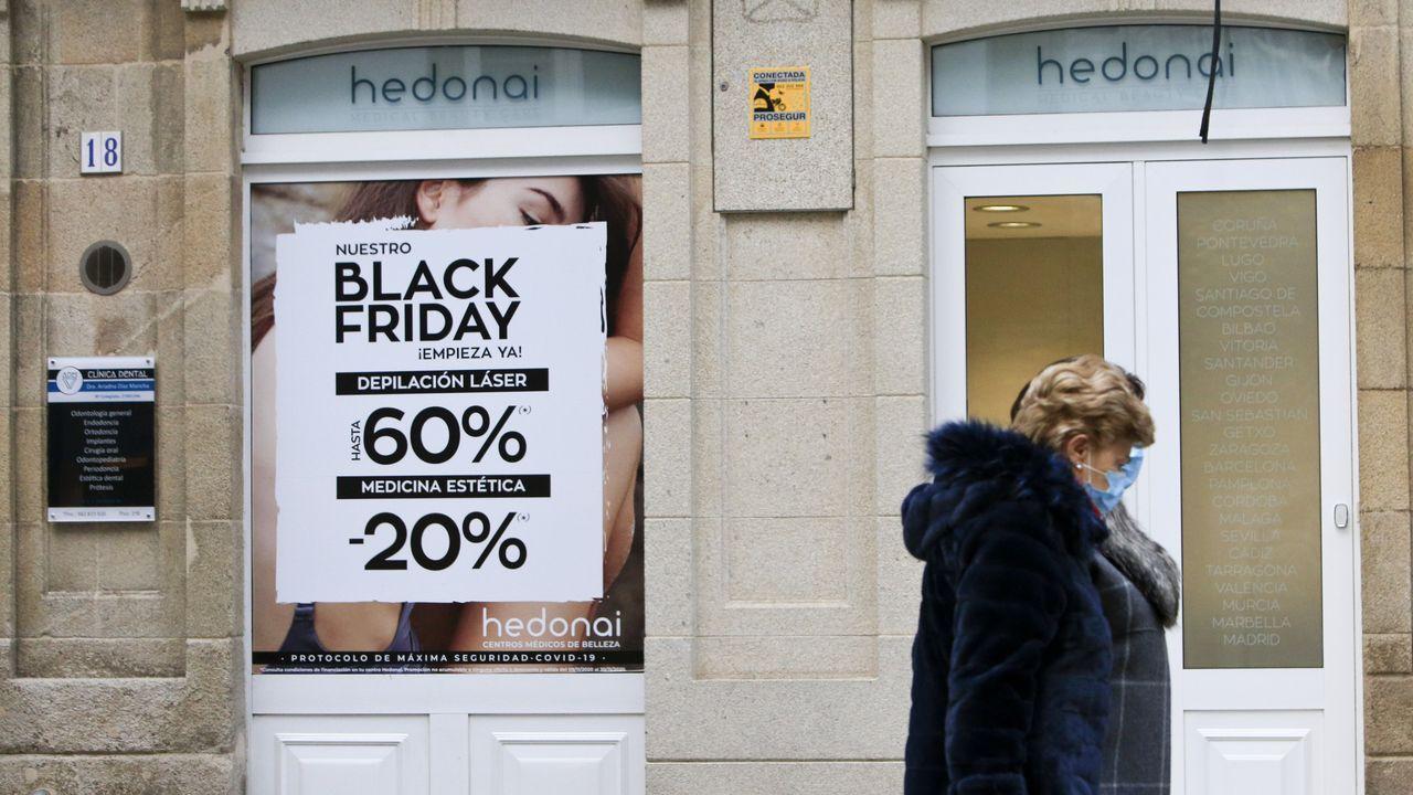 Colas para conseguir las primeras compras del Black Friday.El Black Friday sirvió como ensayo para la época de compras navideñas