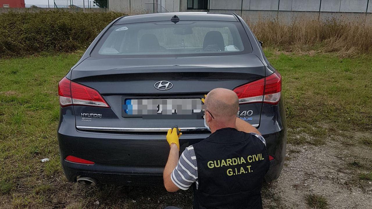 El turismo interceptado cerca de Mondoñedo tenía instalado un sistema para eludir rádares y controles