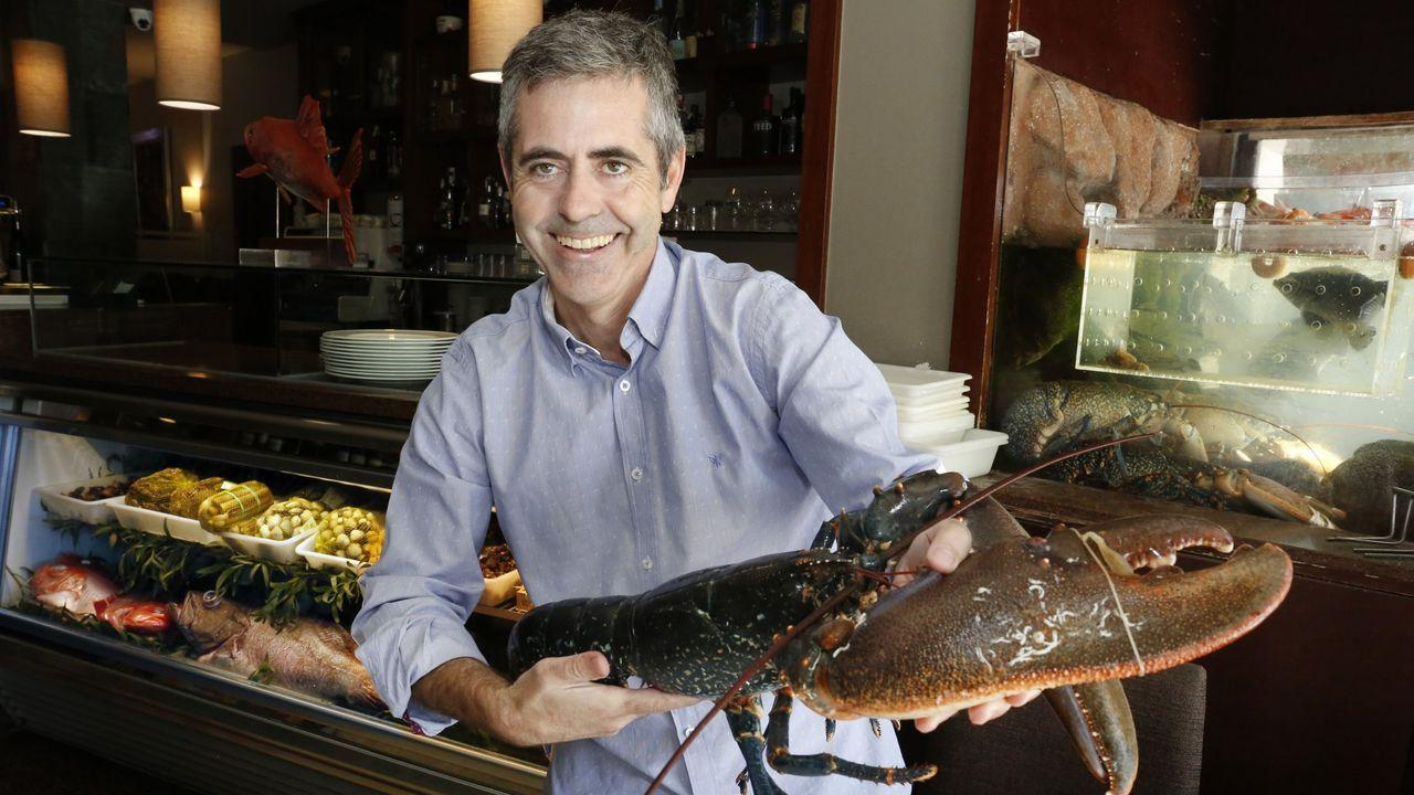 Berto Domínguez, que ha donado una mariscada para dos en su restaurante de O Grove