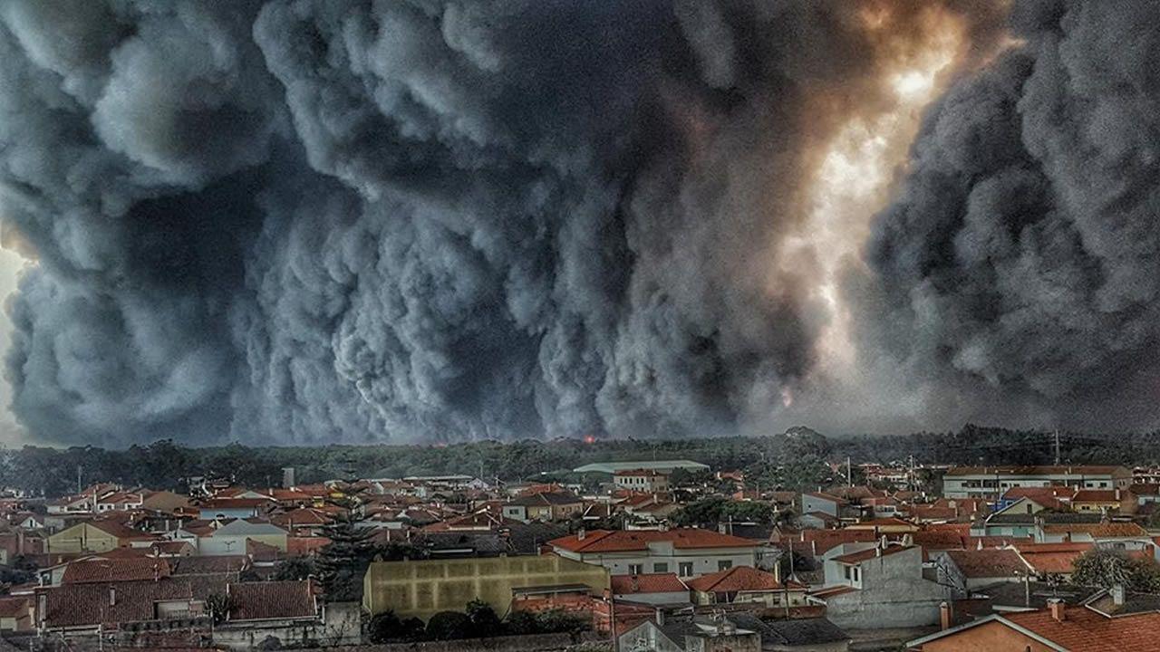 El bombero que retrató el domingo más negro de Portugal.Agentes del Seprona investigan un incendio