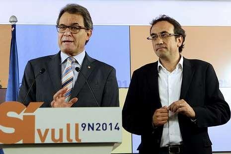 Gritos de «Visca España» durante la rueda de prensa de Mas.<span lang= es-es >Nuevo coordinador de CiU</span>. Artur Mas presentó ayer a Josep Rull, que sustituye a Oriol Puyol imputado en el caso ITV.