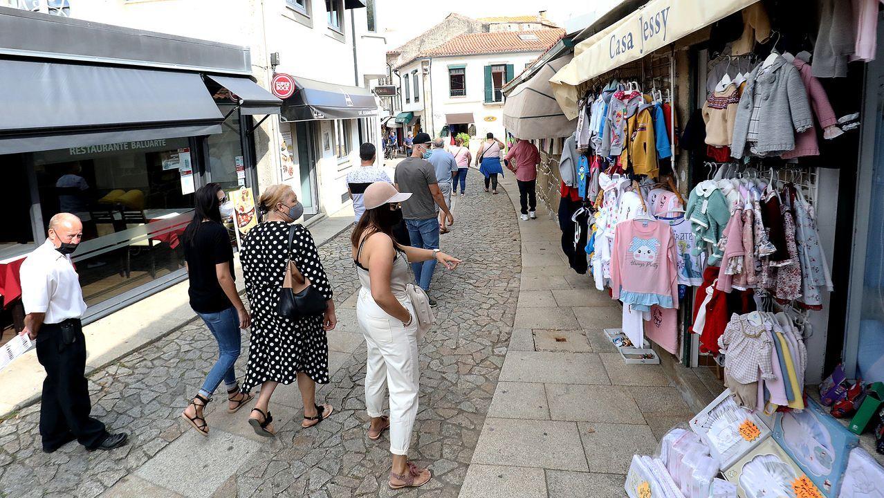 Los establecimientos no pueden abrir en Portugal hasta las once, hora española