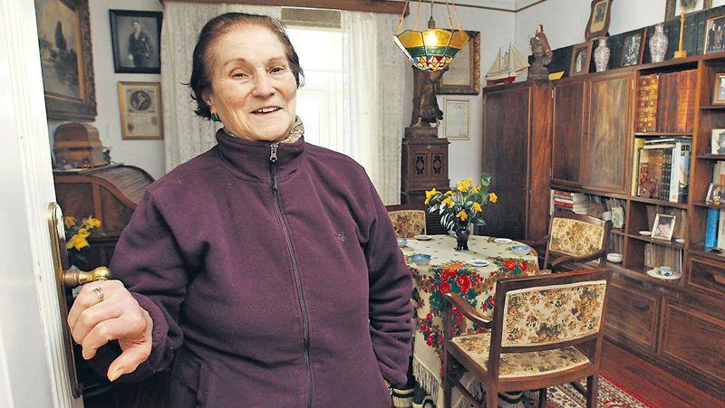 Pondal.Miembros de la asociación Amigos del Románico disfrutaron de un recorrido por Muxía y Vimianzo guiados por el antropólogo Manuel Vilar.