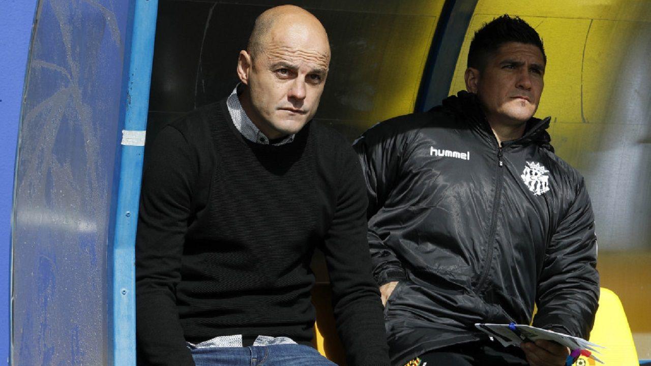 Carlos Hernandez Real Oviedo Nastic.Nano y un ayudante en el Alcorcón-Nàstic