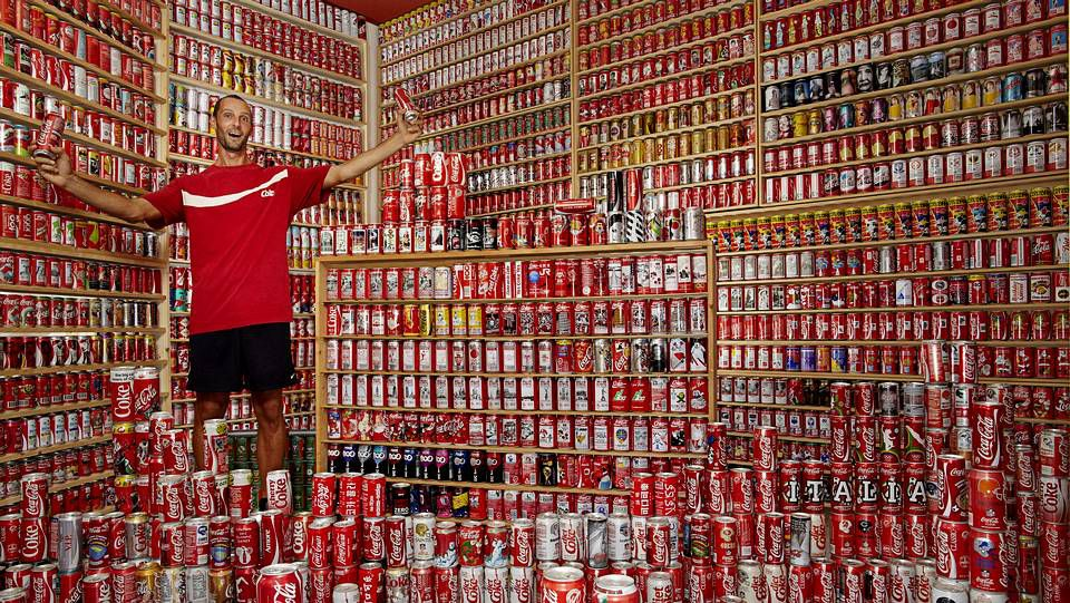 Belmonte deslumbra en Doha.En la imagen la mayor colección de latas de refresco.