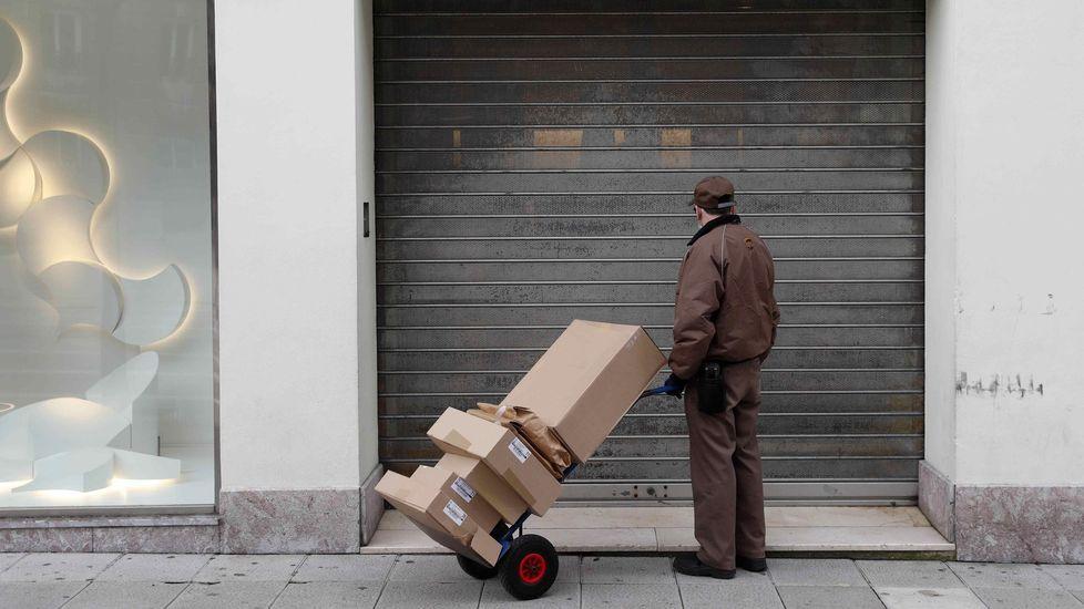 Un comercio cerrado en Oviedo
