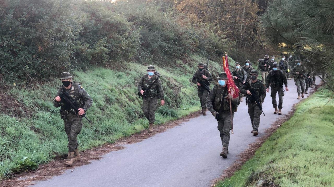El Batallón Zamora realiza una marcha de endurecimiento siguiendo parte del trazado del Camiño de Santiago Portugués