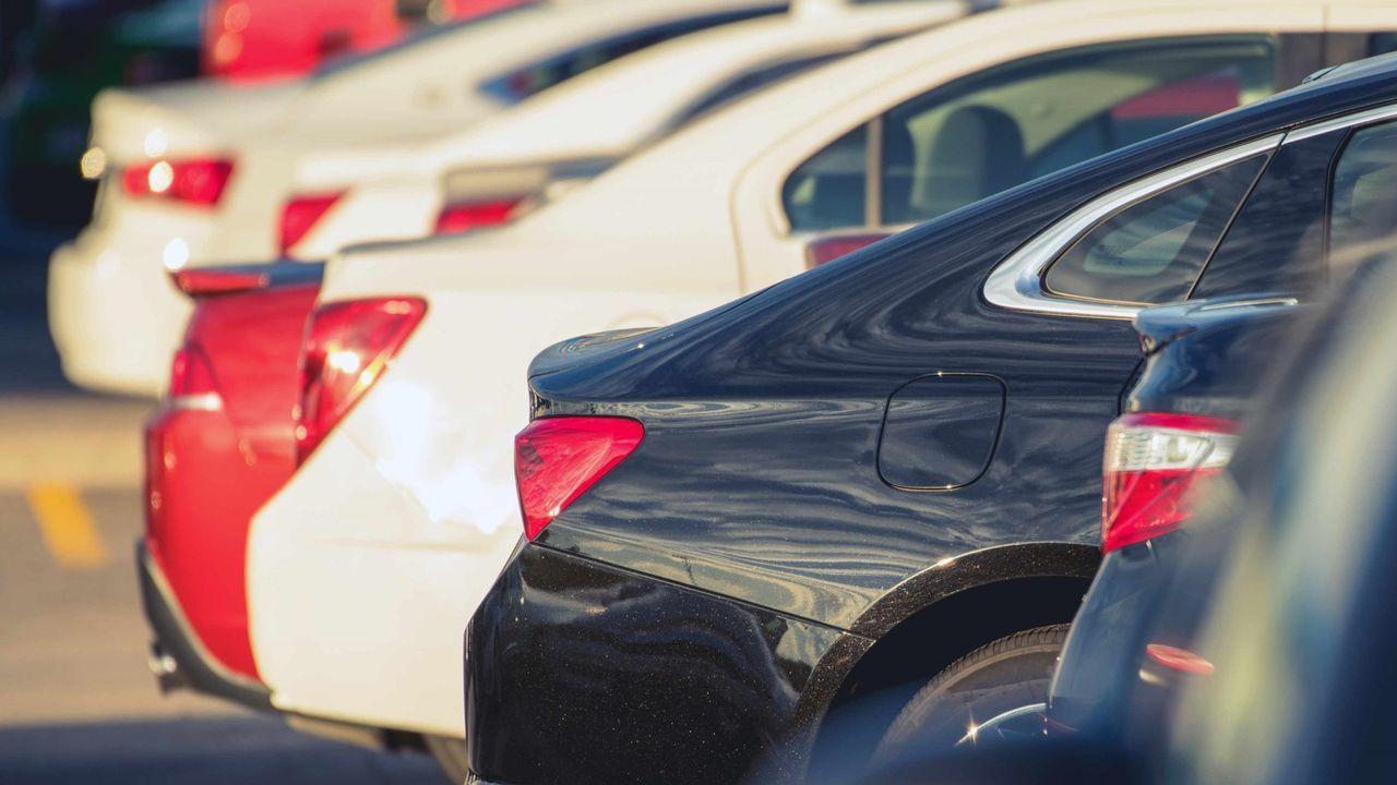 PSA lanza al mercado la primera unidad del todocaminos 2008.Vehículos fabricados por PSA en Vigo, en la terminal portuaria con destino al mercado.