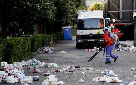 La limpieza y recogida de basura son los servicios que generan más gasto a los concellos.