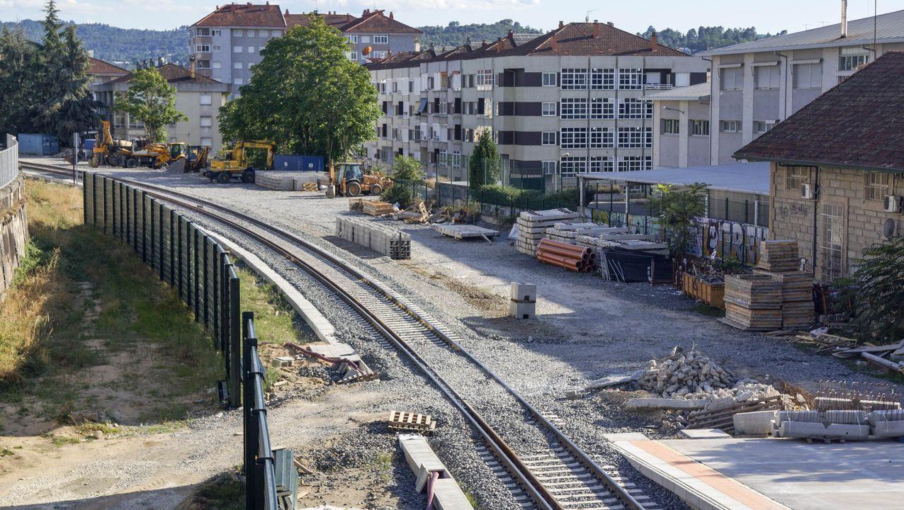 Tren en la línea de alta velocidad gallega