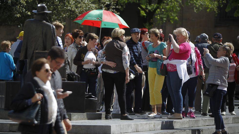 Oro negro: 25 años sin Tino Casal.Un grupo de turistas en Oviedo