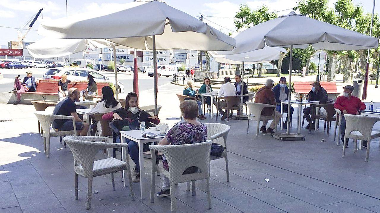 Imagen de archivo de terrazas en Marín durante la desescalada de la primera ola