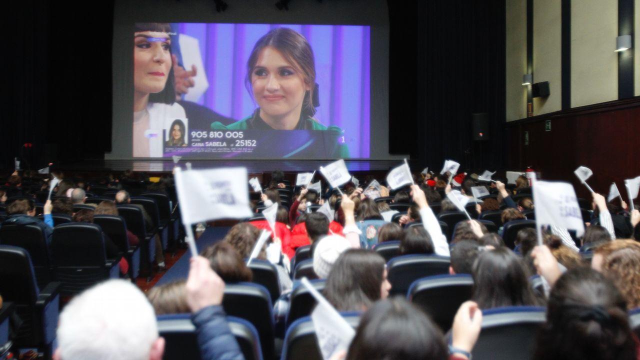 Los asistentes del cine Alovi de As Pontes jalearon a su vecina Sabela cada vez que salió en pantalla