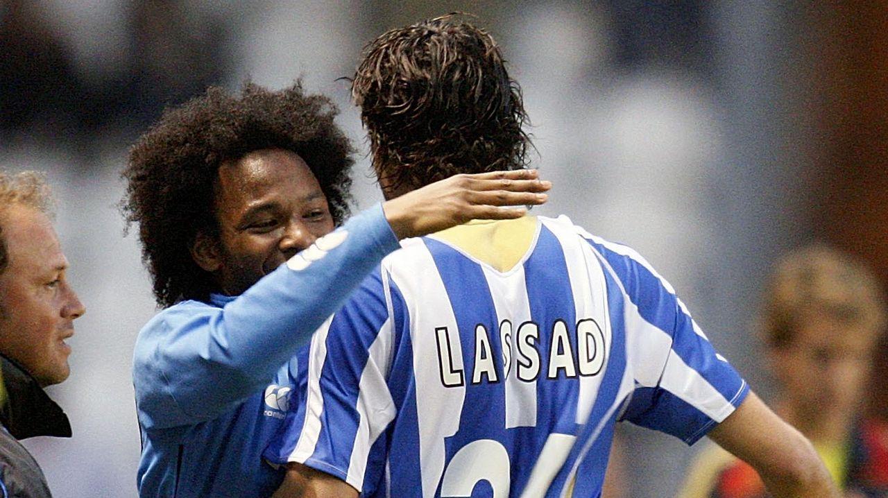 De Guzmán felicita a Lassad tras anotarle un gol al Almería